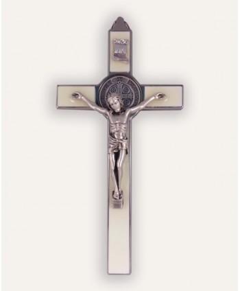 Cruce benedictină...